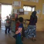 1000 pupitres para la escuela Ningus en Etiopia