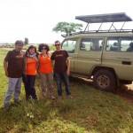 Xavi Lizaba y familia en Tanzania