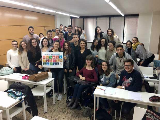 Tarannà con los jóvenes estudiantes de Turismo en la ciudad de Barcelona. Escuela Ceta