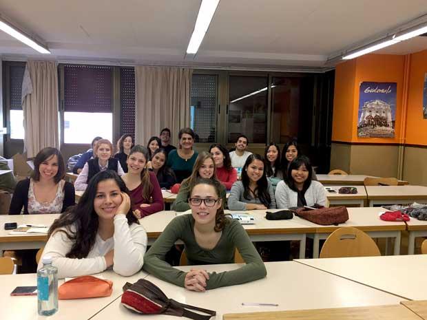 Tarannà con los jóvenes estudiantes de Turismo en la ciudad de Barcelona. Escuela Lluïsa Cura