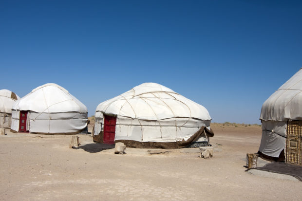 campamento yurtas en Uzbekistan