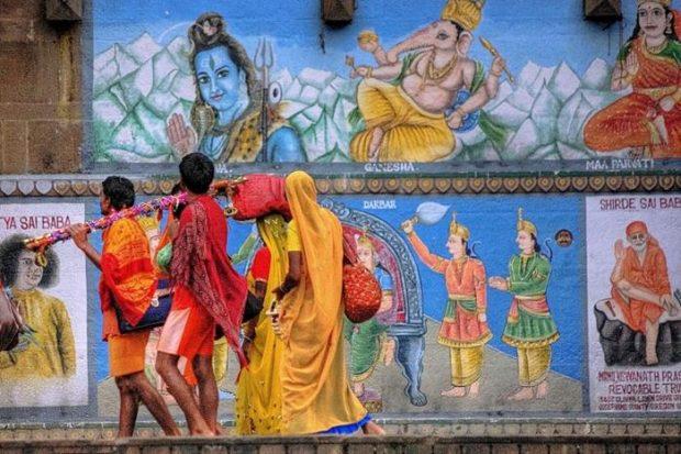 sari hindú en los murales tradicionales