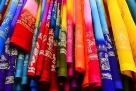 Sari hindú con diferentes coloridos