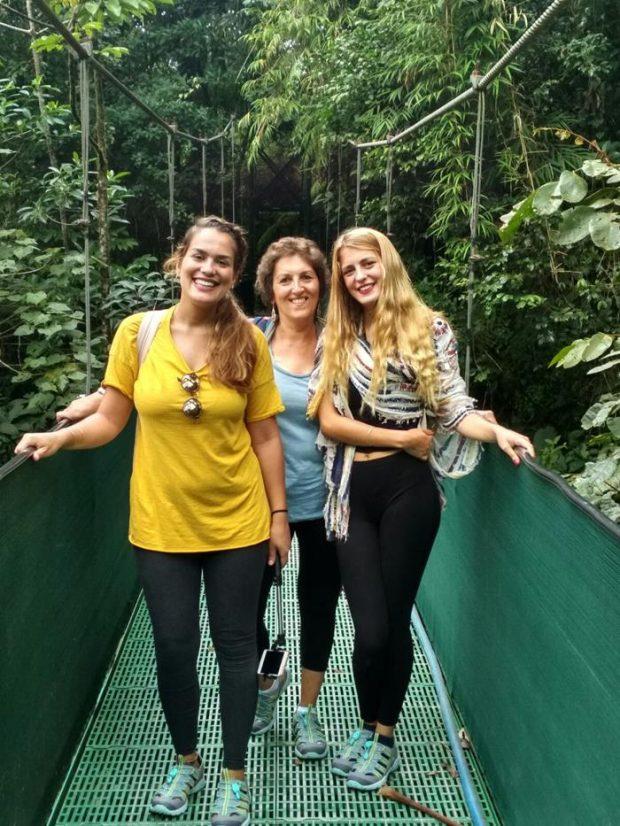 Carme, Judith y Paula viajando por Costa Rica