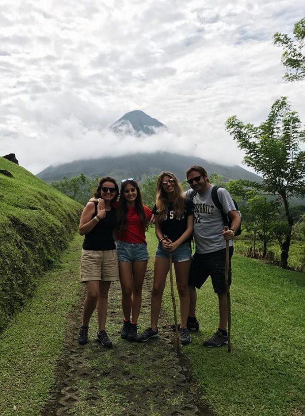 La familia Sartorio feliz en su viaje a Costa Rica